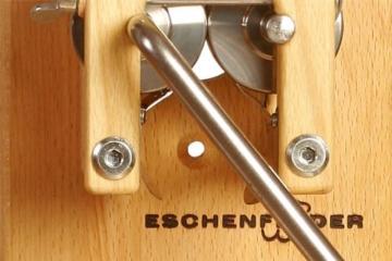Eschenfelder Flockenquetsche als Wandmodell mit Alutrichter